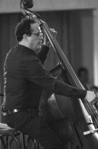 Director Invitado a la Orquesta Filarmonica Juvenil del Café -José Alejandro Orellana - copia
